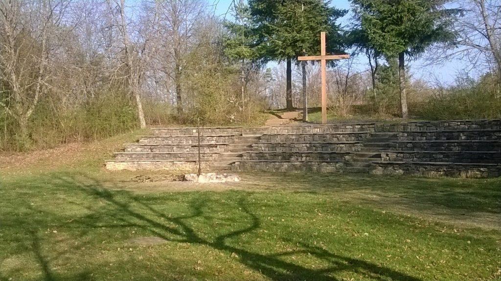 Gottesdienst-Arena mit Grillstelle