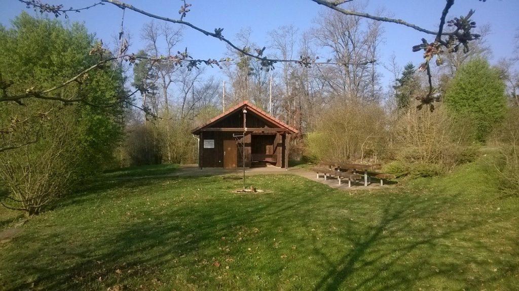 Grillstelle mit Schutzhütte